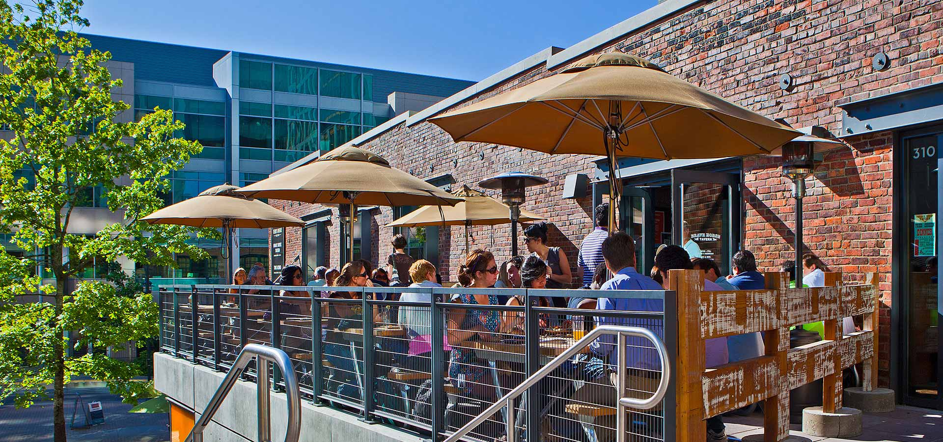 Outdoor Dining In South Lake Union